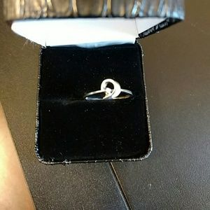 10 kt WHITE GOLD & DIAMOND RING